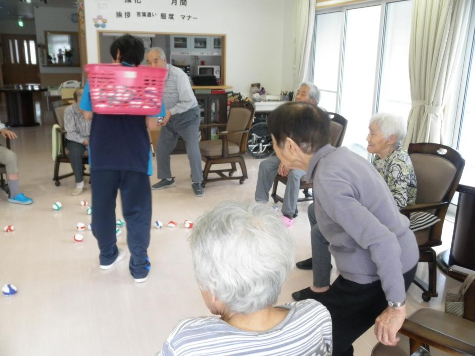 2018年9月吉日:  運動を兼ねて敬老会の行事をしております。